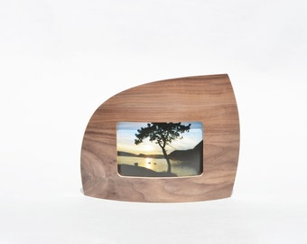 "Landscape Picture frame in Walnut for 4"" x 6"" picture"