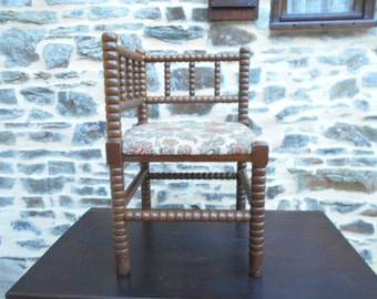 REDUCED - From 170 to 135 Vintage Solid Twisted Wood Corner Chair