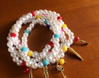 Bracelet with pearls and color beads
