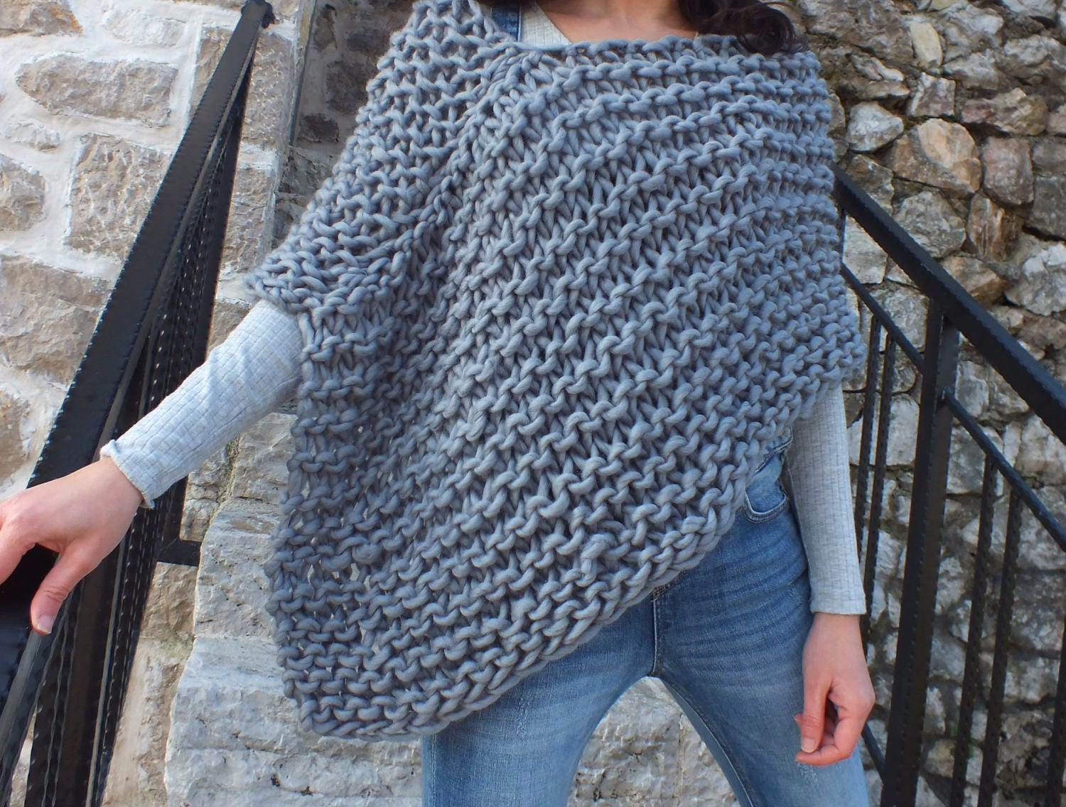 Pattern poncho super chunky poncho pattern beginner pattern this is a digital file bankloansurffo Gallery