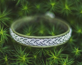 Sami bracelet made of olive green reindeer leather, braided pewter wire/tin thread, green copper wire and reindeer antler – custom made