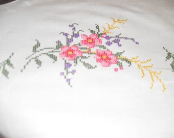 White linen tablecloth embroidered flowers