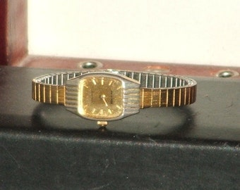 Pre-Owned Women's Vintage Helbros Gold Tone Dress Quartz Analog Dress Watch