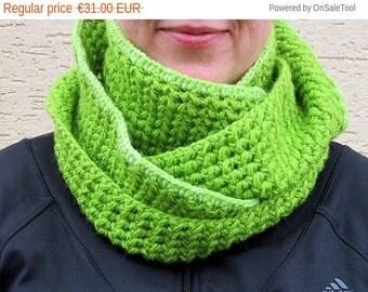 Warm knit scarf,Knit chunky scarf,Green infinity scarf,Green winter scarf,Green circle scarf,Green women scarf,Green crochet scarf,Giftidea