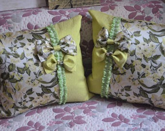 Pillow. Decorative pillow.Cushions, decorative light green with a decorative bow.