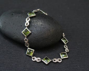 Sterling Silver and Peridot Link Bracelet, Silver Gemstone Link Bracelet, Gemstone Bracelet, Peridot Jewelry, August Birthstone Jewelry