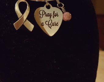 Stainless steel expandable 'Pray for a cure' cancer awareness charm bracelet