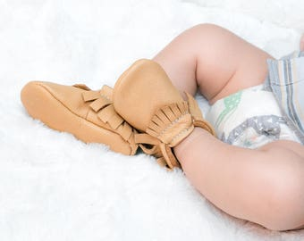 Handmade Leather Moccasin - 25+ colors to choose from - High Quality Leather - Perfect Newborn Gift