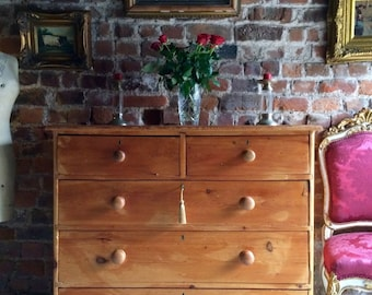 Stunning Antique 19th Century Scrubbed Pine Chest Of Drawers