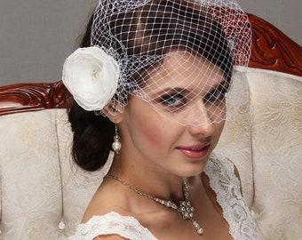 Wedding Fascinator, Birdcage Veil, Wedding Veil, Bridal Fascinator, Flower Hair Clip, Bridal Hair Flower, Bandeau Veil, Blusher Veil