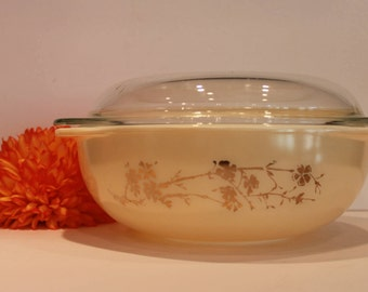 Golden Branch Promotional Hospitality Round Casserole 1959 Pyrex - 024 Pyrex - 2 Quart Gold and Cream Pyrex with Lid