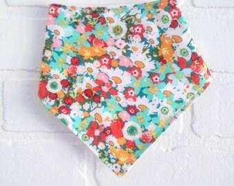 Flower medley Bavoir bandana bavette bebe / Flower Medley Baby Bandana bib shower gift