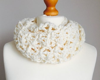 Crochet Cowl, Cream Cowl, Cowl, Infinity Scarf, Gift For Her, Snood, Circle Snood, Lacy Cowl, Chunky Cowl, Scarf