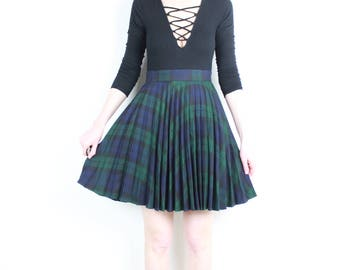 French Vintage 90's does 60's Plaid Pleated Skirt / Accordion Green Navy Blue Tartan High Waist Mini Skirt Schoolgirl grunge Size XS S