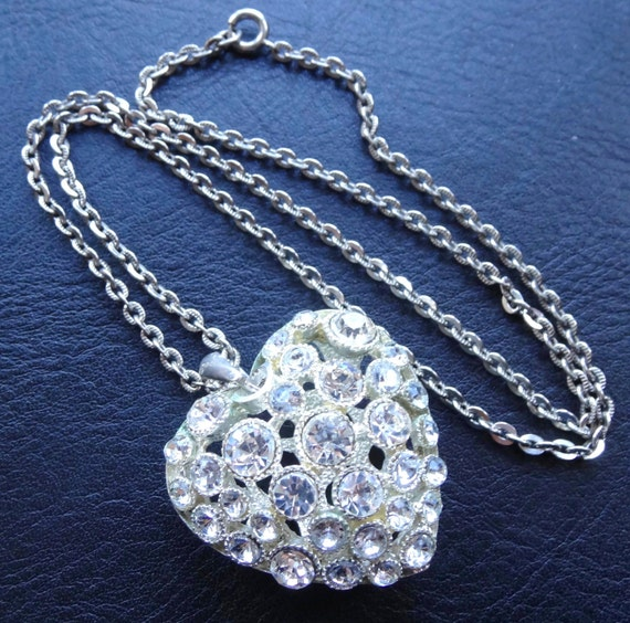Lovely vintage large clear rhinestone puff love heart pendant chain necklace silver tone
