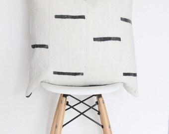 "18"" x 18"" Black & White Lines Mudcloth Pillow Case"