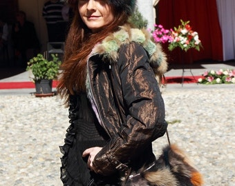 Small shoulder bag made of multi-coloured fox fur, simple and glamour, choose between gold look chaine or cord strap, zip closure, lined