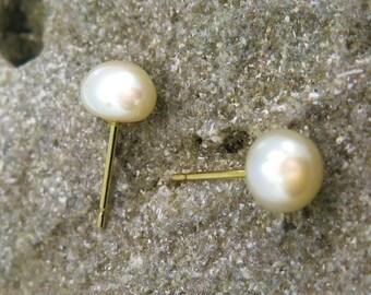 gold pearl earrings, pearl studs, pearl stud earrings, white pearl earrings, 14K gold earrings, solid gold earrings, Solid Gold, Gold Studs