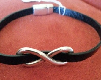 Narrow black infinity bracelet with magnetic closure