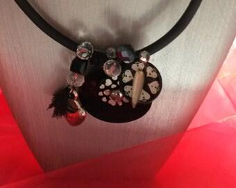 COEURS GRAVÉS  pour un collier pendentif original.