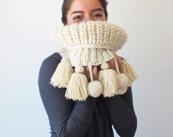 Chunky Cowl . Scarves . Knit Cowl. Ivory Pompom  Scarf . Tassels Fringe Neck Warmer. Wool Cowl . Knit Neck Warmer. Knitwear.