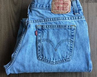 Vintage Levi's 550 Relaxed Tapered Ligh-Wash Mid Rise Cropped Jeans // Size 30