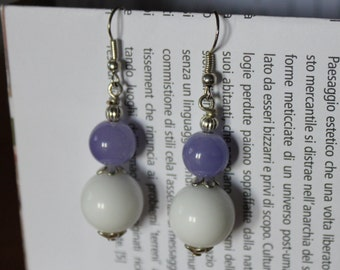 Earrings with white pearls and purple