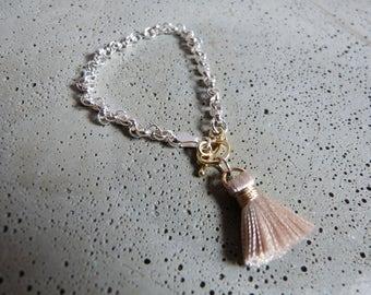 Casual pea bracelet in sterling silver with tassel