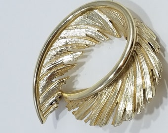 Stunning Gold Tone Feather Design Brooch by Lisner