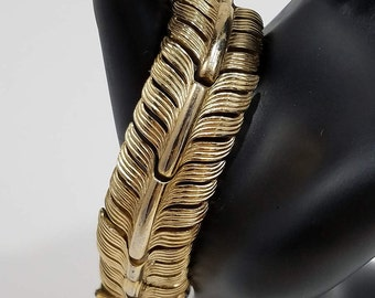 Beautiful Trifari Feather/Leaf Gold Tone Bracelet