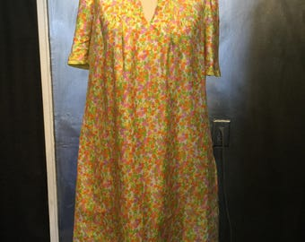 1960s floral housedress/nightgown/floral dress/night gown/free size