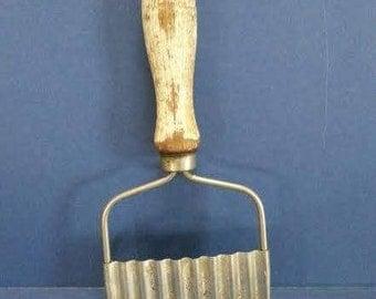 Vintage Wooden Handle Metal Crinkle Cut Vegetable Slicer