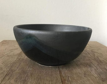 Bowl with diagonal overlap