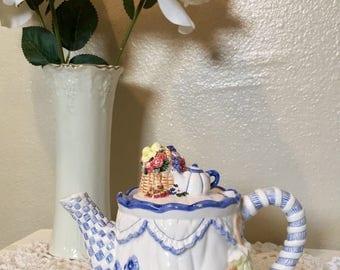 Cute Kitten vintage teapot