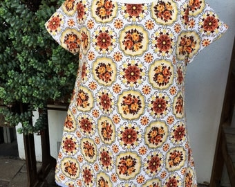 Girls short sleeve A-line Dress. Vintage meadallion flower print. Size 1-3