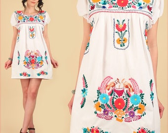 Mexican EMBROIDERED MiNi Dress ViNtAgE 70's Tunic Floral White Cotton Artisan Made HiPPiE Boho Small Medium M/L