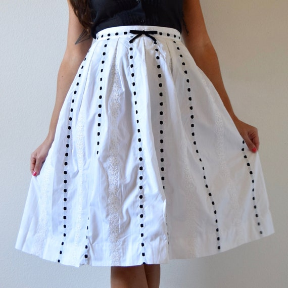 Vintage 50s 60s White Cotton Pleated A Line Skirt with Black Velvet Woven Ribbon (size small)