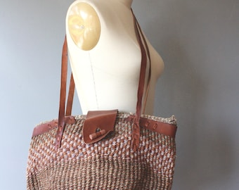 vintage sisal bag / straw bag with leather trim / zipped sisal bag