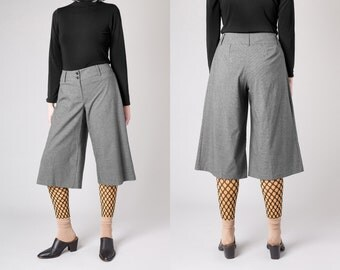 HIGH WAIST capris Pin Stripes / Size 8 / vintage slacks trousers women 90s minimal basics flares wide leg / Better Stay Together