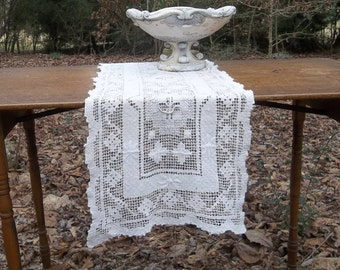 Vintage Lace Table Runner Ecru Crochet Lace Runner Wedding Decorations Table Decor Lace French Country Farmhouse Prairie Cottage Chic 14x39
