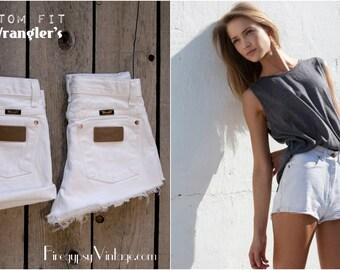 Vintage WRANGLER Shorts Denim Cutoff Shorts Tattered WHITE Distressed Highwaist Jean Shorts Cut high or Low Cut