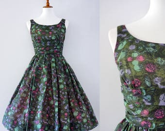 Vintage 1950s Fit and Flare Green Floral Sundress | Garden Party | XS-S