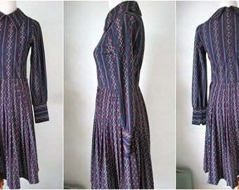Vintage 70s navy FREQUENCY wave patterned dress - size medium large