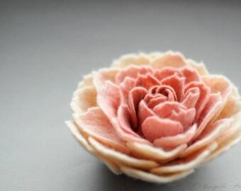 Ranunculus brooch, Felted Flower Brooch, Ranunculus Felt Flower Brooch, Cream and Dusty Coral Flower, Felted Pin, Felt Ranunculus, Fiber art