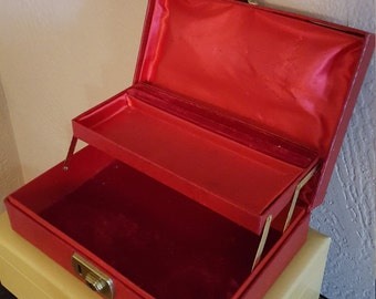 Red Jewelry Box with Key - Leatherette - Oak Hill Vintage