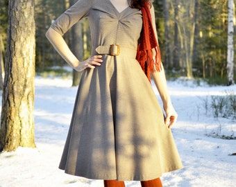 50s style tea dress with circle skirt and sleeves, made of beige plaid fabric, size US 8 / swing dress / winter dress / vintage style