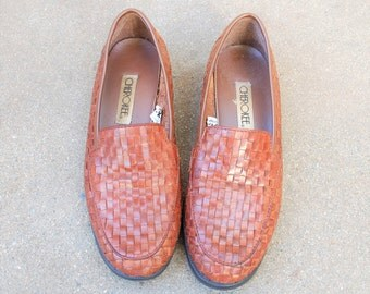 Vintage Womens 8.5 Authentic Cherokee Slip On Loafers Leather Brown Woven Sneakers Hippie Boho Classic Spring Summer Fashion Boat Deck Shoes