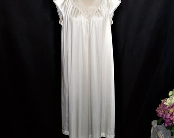 Size Petite - Vintage Nightgown - by Vanity Fair - knee length - Creamy White - Lace - Nylon Antron - Made in USA