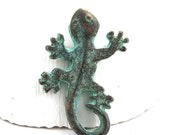 Lizard pendant, Green Patina Gecko metal charm, Verdigris, Greek metal casting, 1pc - F526