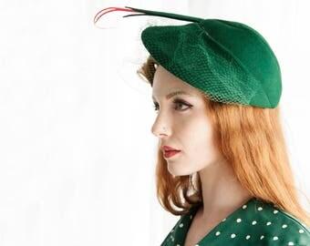 Vintage green 1940s hat, veil netting red plume fascinator formal, forest wool